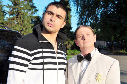 Богдан из группы MMDANCE (слева)