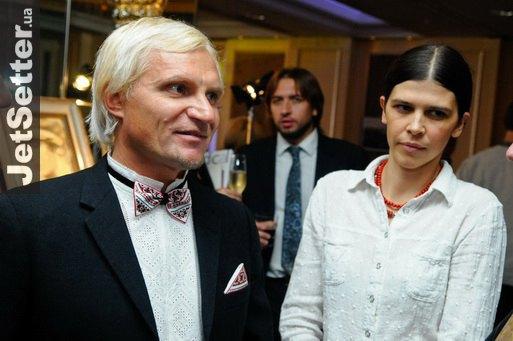 Жену Наталью Олег выводит в свет нечасто