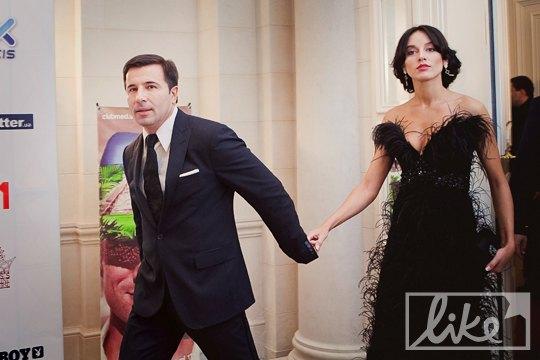 Народный депутат Валерий Коновалюк с невестой телеведущей Валерией Ушаковой
