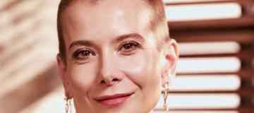 Юлия Высоцкая постриглась наголо и рассказала, как ее дочь