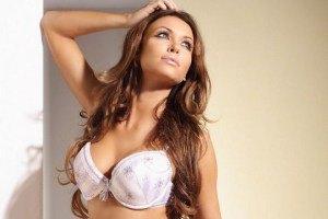 Моника Петрашинска разделась для рекламы белья