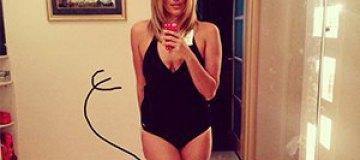 Яна Клочкова показала фигуру в купальнике