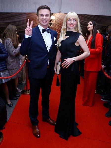 Дебютант премии Дмитрий Комаров пришел на церемонию с сестрой