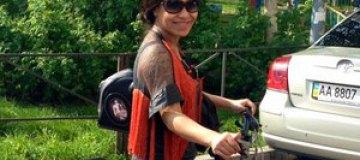 Гайтана берет велосипед в Баку