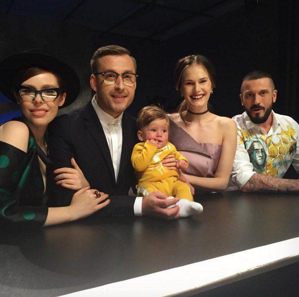 """Алла Костромичева (вторая справа) с маленьким сыном на съемочной площадке проекта """"Супермодель по-украински"""""""