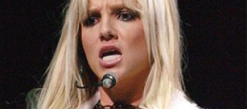 Бритни Спирс вызывают в суд за сломанный нос