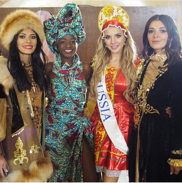 Настя в русском народном убранстве поверх бикини
