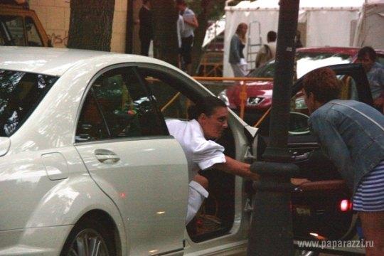 Елене Ваенге теперь приходится чинить новое авто