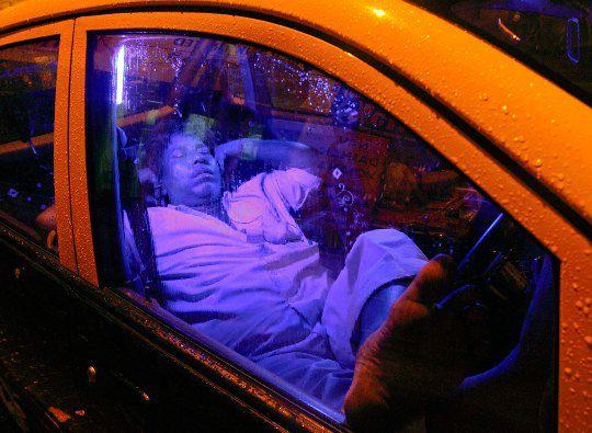 Индия. Водитель такси