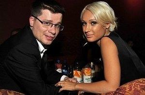 Жена Гарика Харламова подала на развод