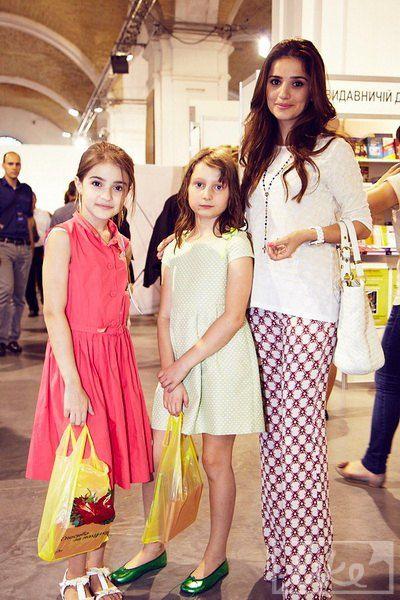 Жена Эльбруса Тедеева Фаина с дочкой