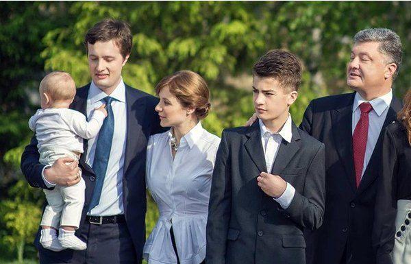 Семейство главы государства с годовалым внуком Петром