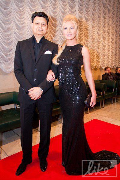 Певица Камалия с мужем, организатором премии Захуром Мохаммадом