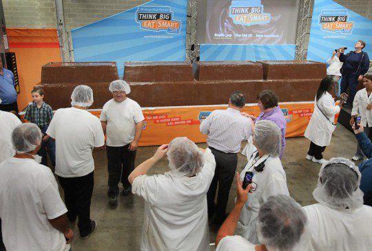 В прошлом году обладательницей звания «самая большая шоколадная плитка в мире» стала шоколадка из Армении