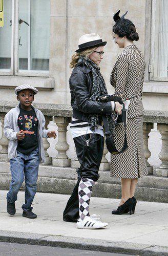 В последнее время Мадонна одевается еще более экстравагантно, чем обычно