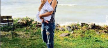 """Анита Луценко с 2-месячной Мией отдыхает на """"буйном"""" озере в Венгрии"""
