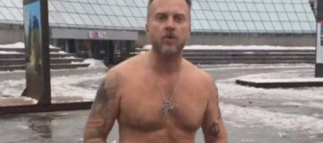 Антон Мухарский разгуливал по центру столицы абсолютно голым. ФОТО