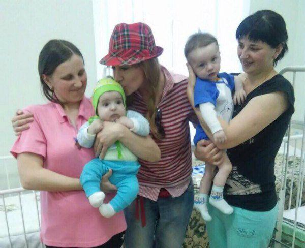 Певица с пациентами киевского кардиоцентра