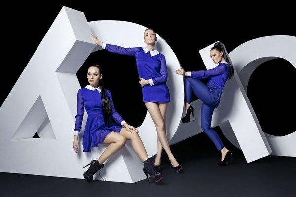 Даша Астафьева и NikitA в рекламной фотосессии женской одежды ТAGO by Dasha Astafieva