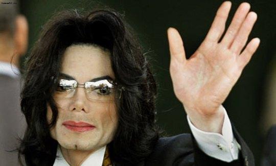 Теперь отпечатки рук Майкла Джексона появились на голливудской Аллее славы