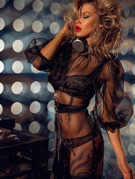Логунова называет себя телеведущей, блогером, моделью и хореографом