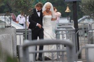 Бузова и Тарасов заработали на свадьбе