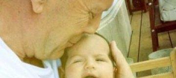 Брюс Уиллис представил новорожденную дочку