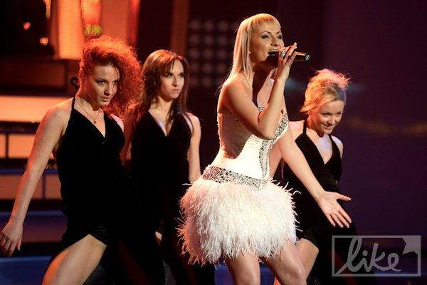 """Певица Ангелия: """"Крылья носить не модно, поэтому я использовала перья в платье"""""""