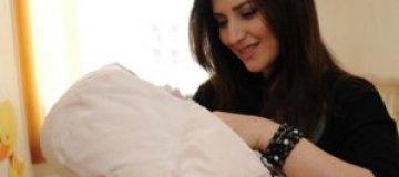 Жасмин показала новорожденную дочь