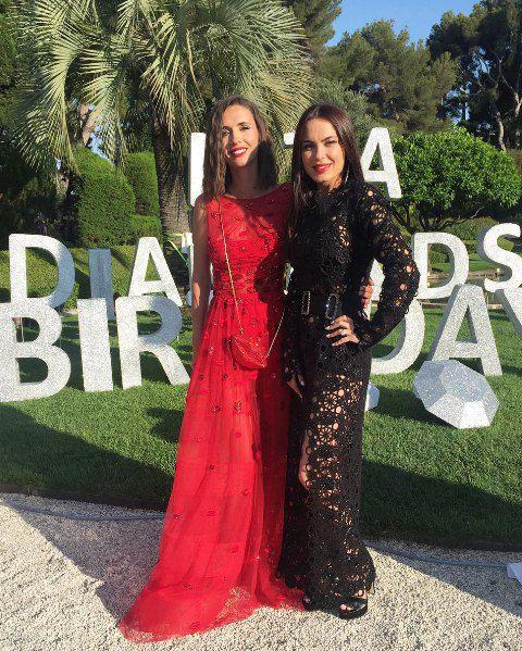 Лиза Ефросинина (слева) пригласила подружек из Киева погулять на юге Франции