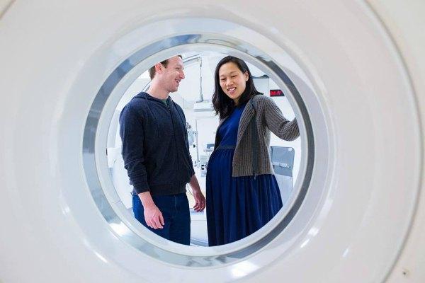 Марк Цукерберг с женой Присциллой