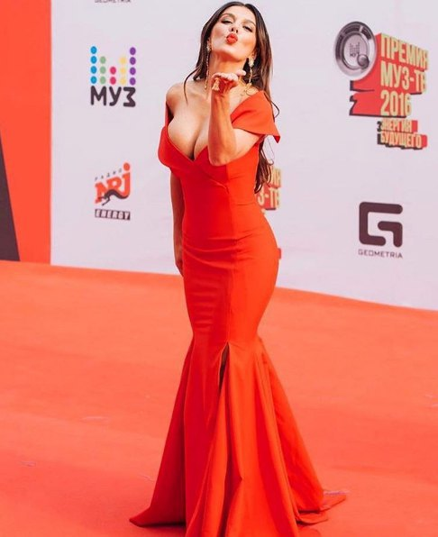 """Платье Анны Седоковой было одним из самых вызывающих на церемонии """"МузТВ"""""""