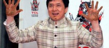Джеки Чан первым из китайцев оставил отпечатки в Голливуде