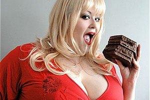 Британец кормил жену стероидами, чтобы она растолстела и сидела дома