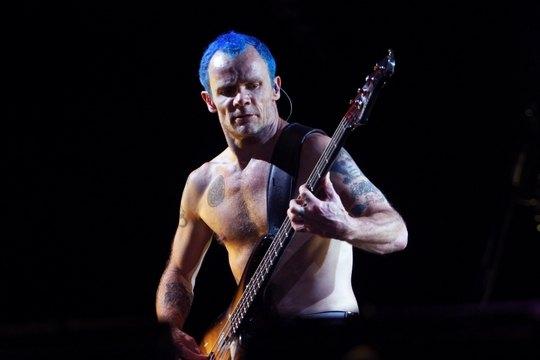 Фли из Red Hot Chili Peppers на концерте в Киеве