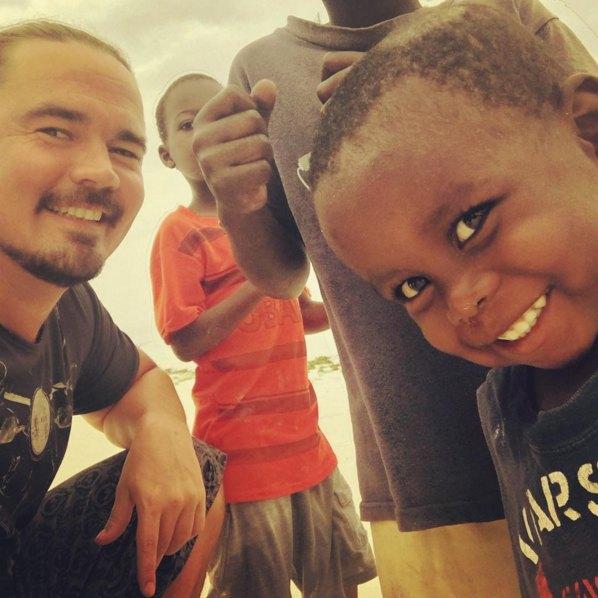 Олегу понравились африканские малыши