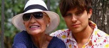 71-летнюю Светличную потянуло на молодых