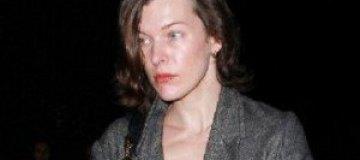 Милла Йовович пошла на выборы без макияжа
