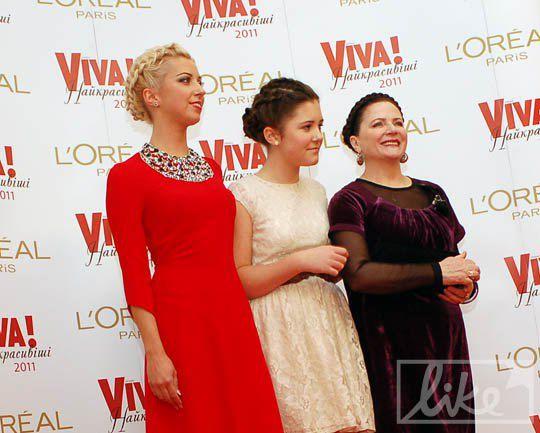 Cемья Матвиенко: Тоня с дочкой и Нина Митрофановна