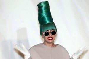 Леди Гага во второй раз стала кумой Элтона Джона