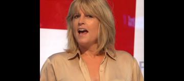 Cестра экс-главы британского МИД обнажила грудь в прямом эфире