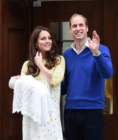 Кейт Миддлтон, принц Уильям с новорожденной принцессой