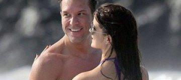 Дейн Кук целовался на пляже с загадочной брюнеткой