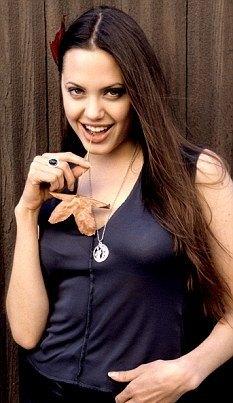 Анджелина Джоли в свои девятнадцать выглядела так