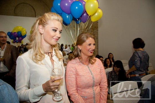 Лидия Таран (слева)