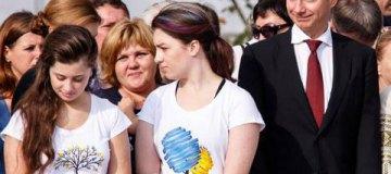 Дочка Порошенко покрасила волосы в разные цвета