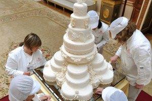 На аукцион выставят кусок торта со свадьбы Уильяма и Кейт
