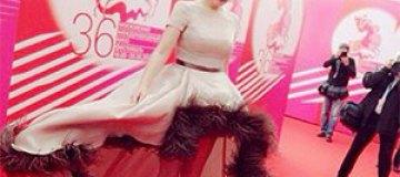 Платье Марии Кожевниковой высмеяли фотожабой