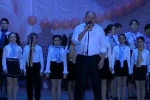 Мэр Енакиево запел
