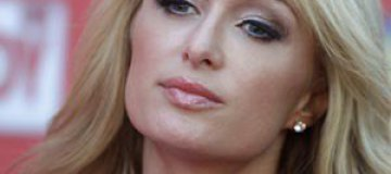 Пэрис Хилтон отменила визит в Россию из-за беспорядков